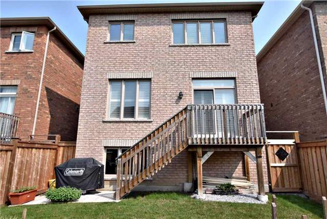 Detached at 107 Riding Mountain Dr, Richmond Hill, Ontario. Image 9