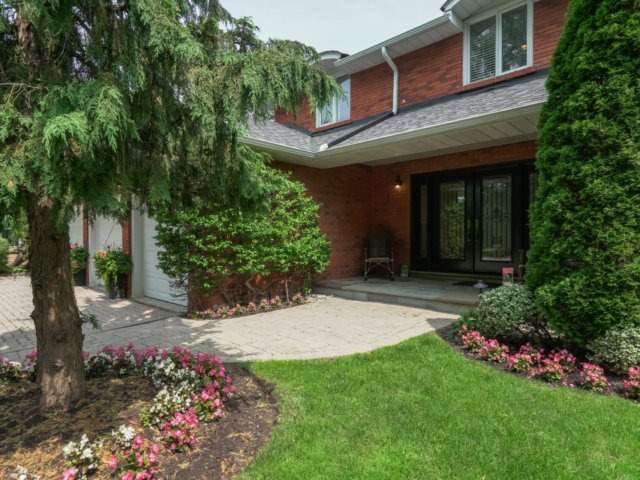Detached at 84 Cambridge Cres, Richmond Hill, Ontario. Image 12