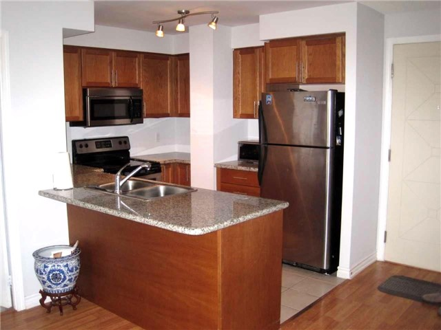 Condo Apartment at 18 Harding Blvd, Unit 1026, Richmond Hill, Ontario. Image 3