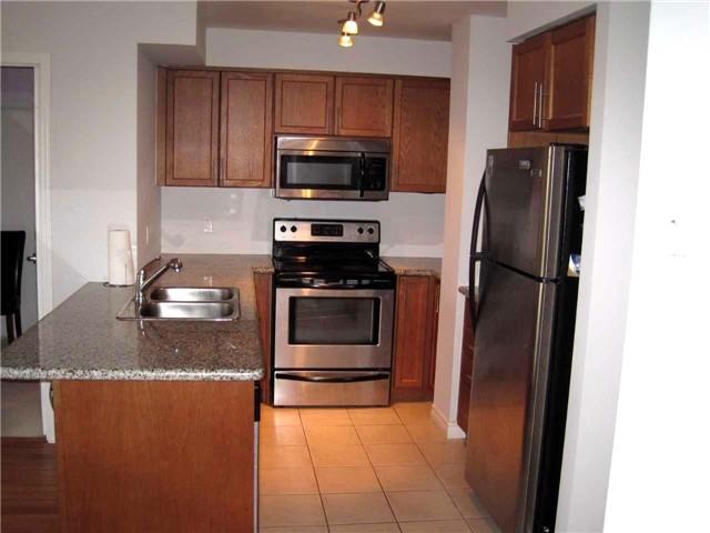 Condo Apartment at 18 Harding Blvd, Unit 1026, Richmond Hill, Ontario. Image 4