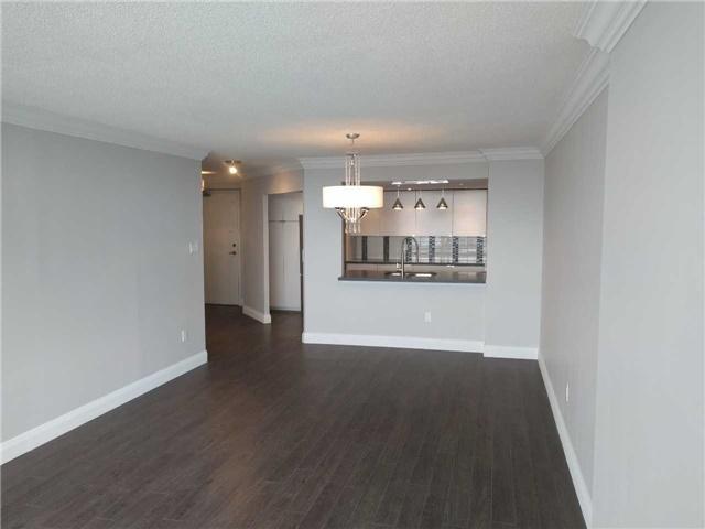 Condo Apartment at 7460 Bathurst St, Unit 702, Vaughan, Ontario. Image 12