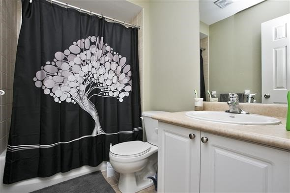 Link at 26 Brumstead Dr, Richmond Hill, Ontario. Image 5