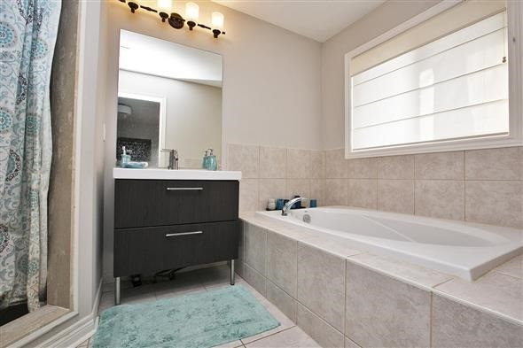 Link at 26 Brumstead Dr, Richmond Hill, Ontario. Image 6