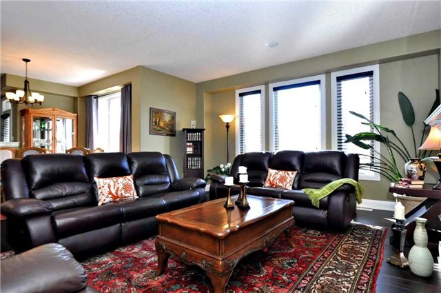 Detached at 1060 Nantyr Dr, Innisfil, Ontario. Image 15