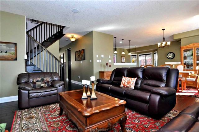 Detached at 1060 Nantyr Dr, Innisfil, Ontario. Image 16