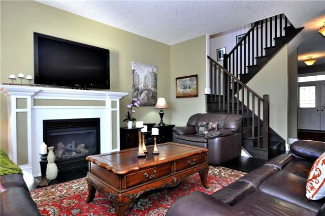 Detached at 1060 Nantyr Dr, Innisfil, Ontario. Image 17