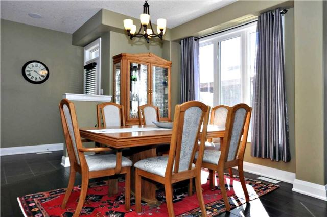 Detached at 1060 Nantyr Dr, Innisfil, Ontario. Image 18