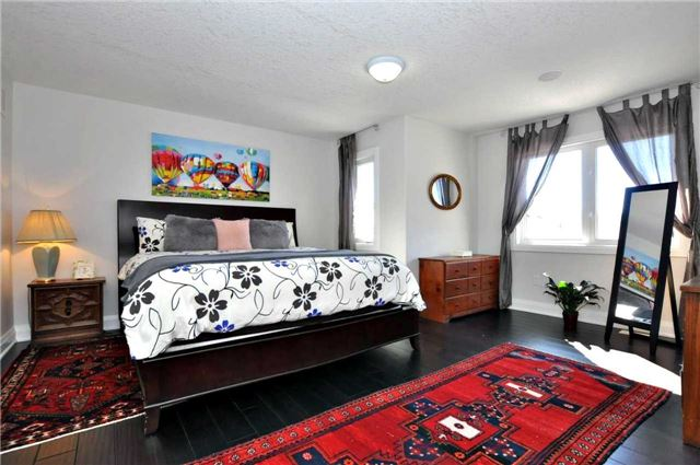 Detached at 1060 Nantyr Dr, Innisfil, Ontario. Image 3