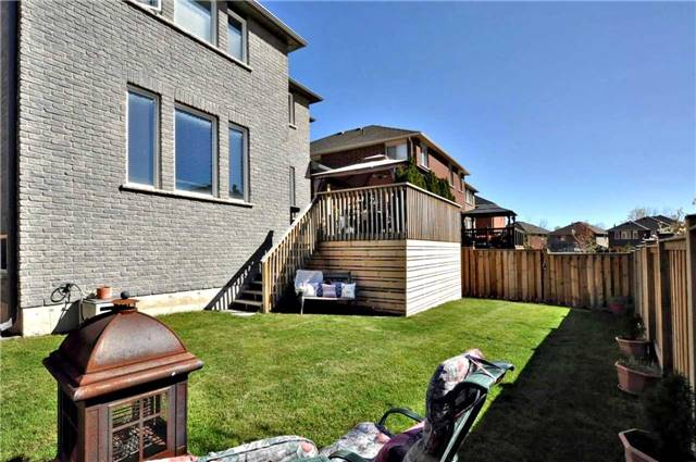 Detached at 1060 Nantyr Dr, Innisfil, Ontario. Image 10