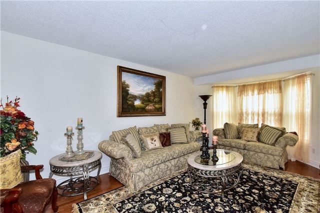 Detached at 88 Nelson Circ, Newmarket, Ontario. Image 12
