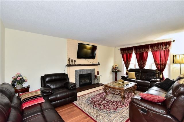Detached at 88 Nelson Circ, Newmarket, Ontario. Image 15