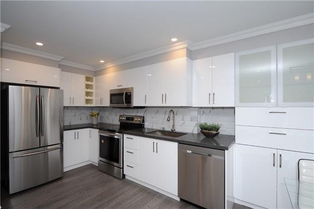 Condo Apartment at 33 Weldrick Rd E, Unit 302, Richmond Hill, Ontario. Image 14