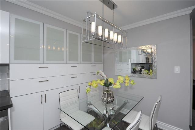 Condo Apartment at 33 Weldrick Rd E, Unit 302, Richmond Hill, Ontario. Image 15