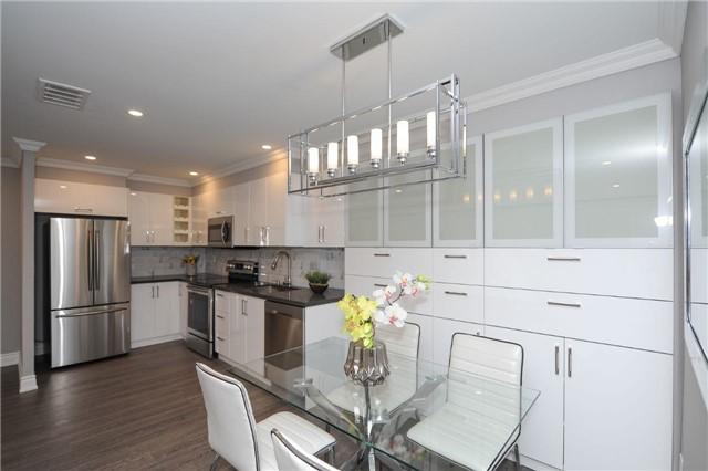 Condo Apartment at 33 Weldrick Rd E, Unit 302, Richmond Hill, Ontario. Image 16