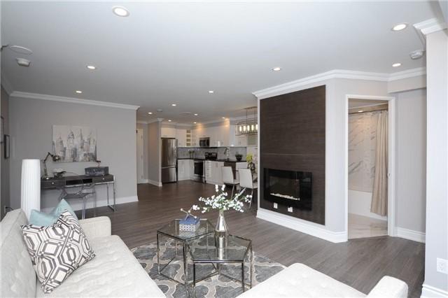 Condo Apartment at 33 Weldrick Rd E, Unit 302, Richmond Hill, Ontario. Image 19