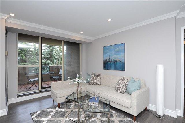 Condo Apartment at 33 Weldrick Rd E, Unit 302, Richmond Hill, Ontario. Image 2