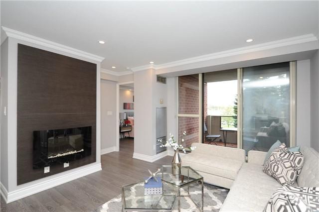 Condo Apartment at 33 Weldrick Rd E, Unit 302, Richmond Hill, Ontario. Image 3