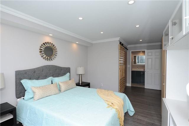 Condo Apartment at 33 Weldrick Rd E, Unit 302, Richmond Hill, Ontario. Image 4