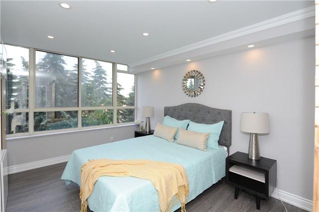 Condo Apartment at 33 Weldrick Rd E, Unit 302, Richmond Hill, Ontario. Image 5