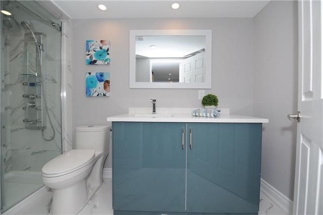 Condo Apartment at 33 Weldrick Rd E, Unit 302, Richmond Hill, Ontario. Image 7