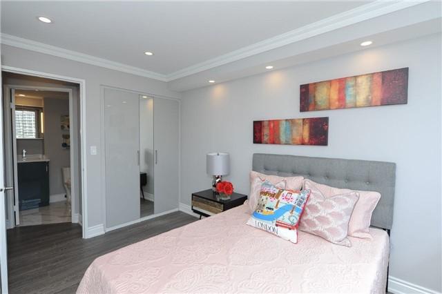 Condo Apartment at 33 Weldrick Rd E, Unit 302, Richmond Hill, Ontario. Image 9