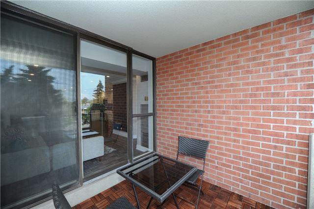 Condo Apartment at 33 Weldrick Rd E, Unit 302, Richmond Hill, Ontario. Image 13