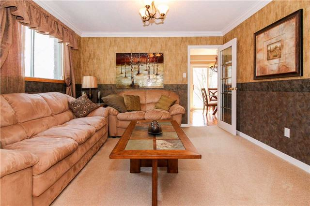 Detached at 564 Haines Rd, Newmarket, Ontario. Image 15
