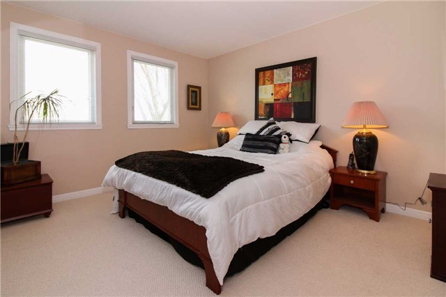 Detached at 564 Haines Rd, Newmarket, Ontario. Image 6