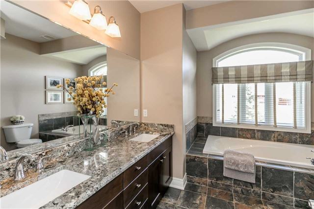Detached at 20 Golfview Blvd, Bradford West Gwillimbury, Ontario. Image 2