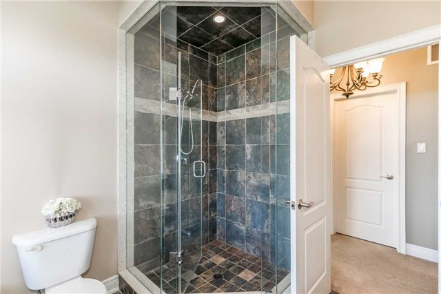 Detached at 20 Golfview Blvd, Bradford West Gwillimbury, Ontario. Image 3