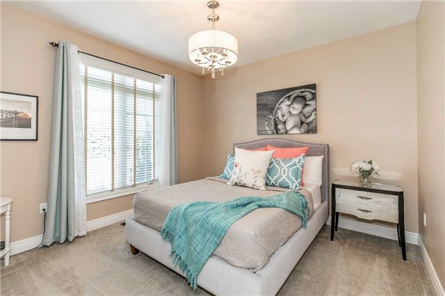 Detached at 20 Golfview Blvd, Bradford West Gwillimbury, Ontario. Image 4