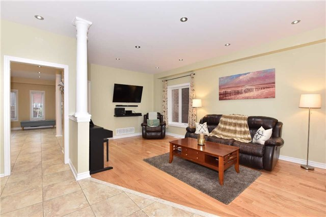 Detached at 202 Sylwood Cres, Vaughan, Ontario. Image 13