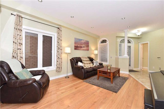 Detached at 202 Sylwood Cres, Vaughan, Ontario. Image 14
