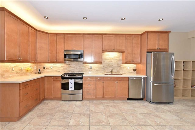 Detached at 202 Sylwood Cres, Vaughan, Ontario. Image 15