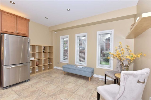 Detached at 202 Sylwood Cres, Vaughan, Ontario. Image 16