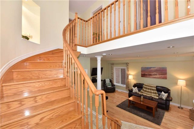 Detached at 202 Sylwood Cres, Vaughan, Ontario. Image 18