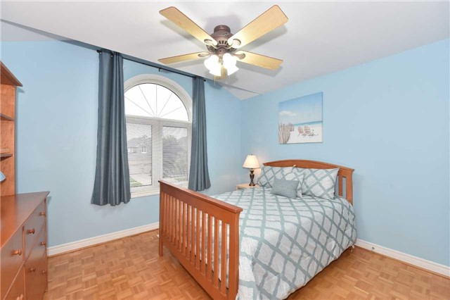 Detached at 202 Sylwood Cres, Vaughan, Ontario. Image 6