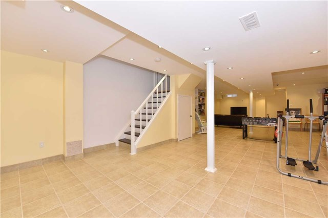 Detached at 202 Sylwood Cres, Vaughan, Ontario. Image 8