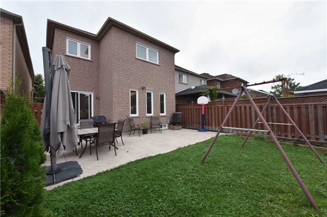 Detached at 202 Sylwood Cres, Vaughan, Ontario. Image 11