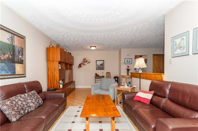 Detached at 218 Newholme Circ, Innisfil, Ontario. Image 3
