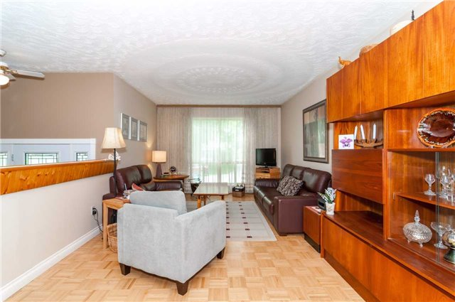 Detached at 218 Newholme Circ, Innisfil, Ontario. Image 4