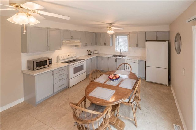 Detached at 2258 Mildred Ave, Innisfil, Ontario. Image 10