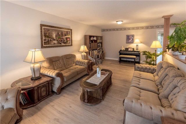 Detached at 2258 Mildred Ave, Innisfil, Ontario. Image 13