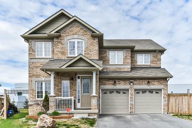 Detached at 2060 Mcneil St, Innisfil, Ontario. Image 1