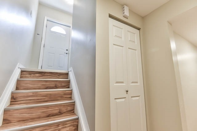 Detached at 2060 Mcneil St, Innisfil, Ontario. Image 8