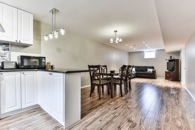 Detached at 2060 Mcneil St, Innisfil, Ontario. Image 10