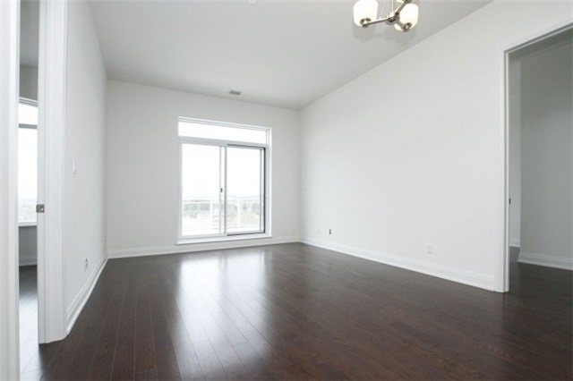 Condo Apartment at 15277 Yonge St, Unit 703, Aurora, Ontario. Image 4