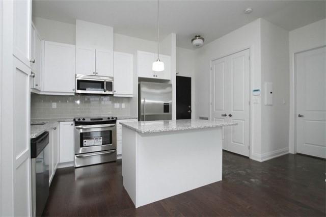 Condo Apartment at 15277 Yonge St, Unit 703, Aurora, Ontario. Image 6