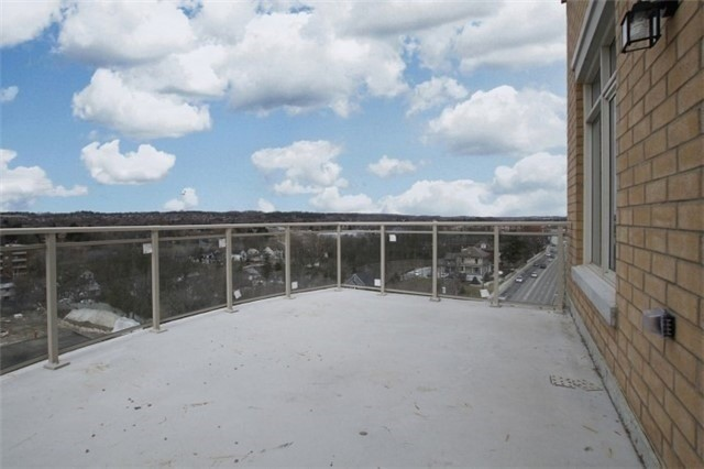 Condo Apartment at 15277 Yonge St, Unit 703, Aurora, Ontario. Image 11