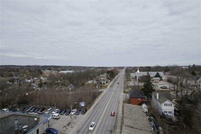 Condo Apartment at 15277 Yonge St, Unit 703, Aurora, Ontario. Image 3
